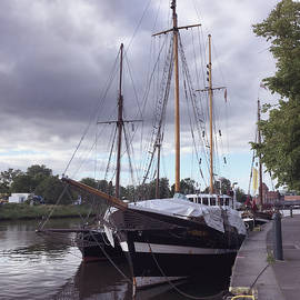 Marina Usmanskaya - Quay of Trave
