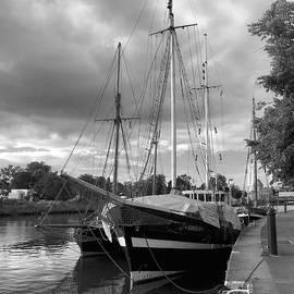 Marina Usmanskaya - Quay of Trave_monochrome