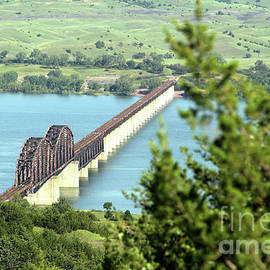 Railroad bridge over Missouri River  20180716 19 by Alan Look