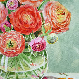 Irina Sztukowski - Ranunculus in the Glass Vase