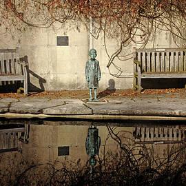 Debbie Oppermann - Reflecting Child