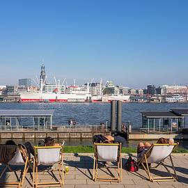 Marina Usmanskaya - Relax on the Elbe