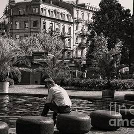 Elzbieta Fazel - Rest at the fountain in the spa town of Baden Baden