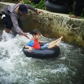 Aris Sukoco - River Tubing 🙌🌊🙌🌊🙌🌊