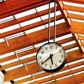 Nataliya Pylayeva - Round-the-clock on weight and wooden ceiling texture
