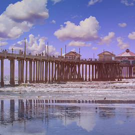 Ruby's on the Huntington Pier by Lynn Bauer