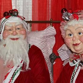 Cynthia Guinn - Santa And Mrs. Claus