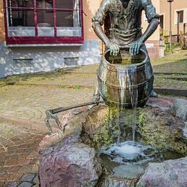 Schisser Brunnen by Robert VanDerWal