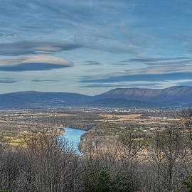 Lara Ellis - Shenandoah Valley Lenticular Clouds