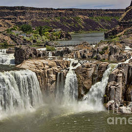 Shoshone Falls by Richard Lynch
