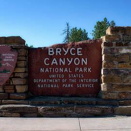 Thomas Woolworth - Signage Bryce Canyon Utah 01