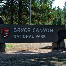 Thomas Woolworth - Signage Bryce Canyon Utah 02