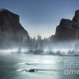 Leslie Wells - Silver Moonlight of Yosemite Valley