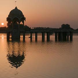 Sunil Kapadia - SKN 1364 Sunrise behind Cenotaph
