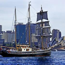Miroslava Jurcik - Southern Swan And Sydney Opera House