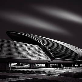 Ian Good - Dubai Metro Station Mono
