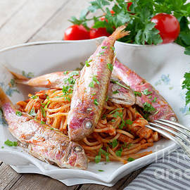 Ezeepics  - Spaghetti With Red Mullet