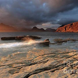 Maria Gaellman - Splashing waves and the Cuillins at Sunset