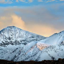 Guido Montanes Castillo - Spring snow at the mountains
