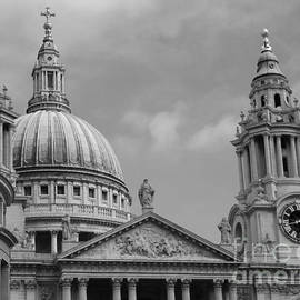 St. Paul's Cathedral by Jeffrey Peterson