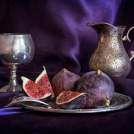 Jaroslaw Blaminsky - Still life with fresh figs and metal dishes