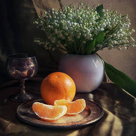 Jaroslaw Blaminsky - Still life with fresh flowers and tangerines