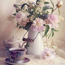 Jaroslaw Blaminsky - Still life with fresh flowers and tea set