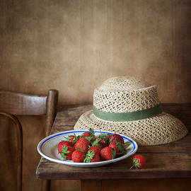 Nikolay Panov - Strawberry and Straw Hat