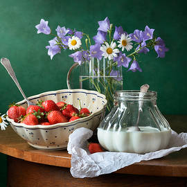 Nikolay Panov - Strawberry, Milk and Garden Flowers