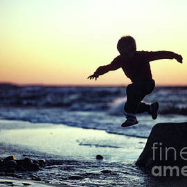 Summer Holliday Evening Play by Kim Lessel