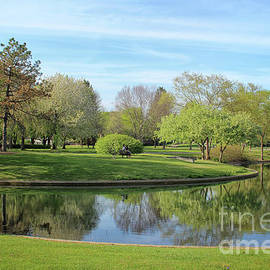 Sunday Afternoon At Franklin Park by Karen Adams