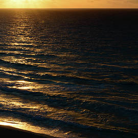 Srinivasan Venkatarajan - Sunrise at Cancun