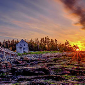 Daniel Trickett - Sunrise at Marshall Point Lighthouse at Port Clyde