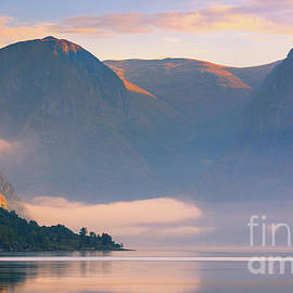 Henk Meijer Photography - Sunrise at the Aurlandsfjord, Norway