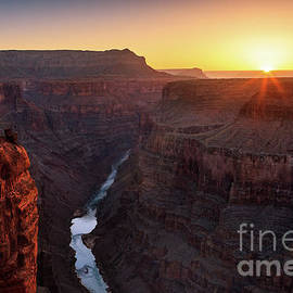 Sunrise at Toroweap, Grand Canyon North Rim. by Henk Meijer Photography