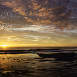 Island Sunrise and Sunsets Pieter Jordaan - Sunrise Beach