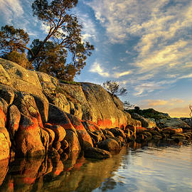 Andrii Slonchak - Sunrise in Bay of Fires