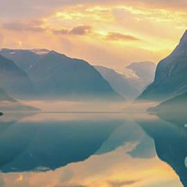 Henk Meijer Photography - Sunrise Lovatnet, Norway
