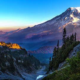 Sunrise Mount Rainer - Thomas Ashcraft