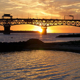 Lara Morrison - Sunrise Under Coleman Bridge