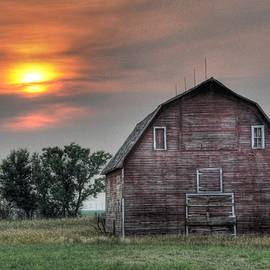Sunset Barn by Dave Rennie