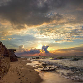 Sergio Gold - Sunset On The Spire