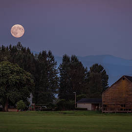 Jon Reiswig - Super moon over Snohomish