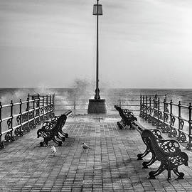 Linsey Williams - Swanage Jetty Black and White