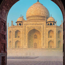 Inge Johnsson - Taj Mahal though an Arch