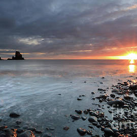 Maria Gaellman - Talisker Bay and Spikes from the setting Sun
