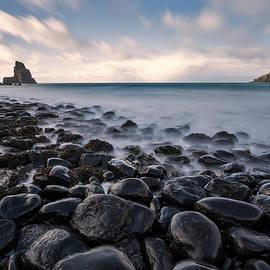 Talisker Bay, Isle of Skye by Derek Beattie
