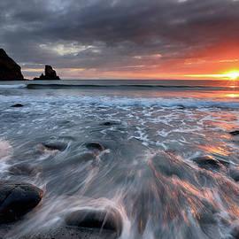 Grant Glendinning - Talisker Bay Rocky Sunset