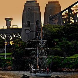 Miroslava Jurcik - Tall Ship In Sydney Sunset