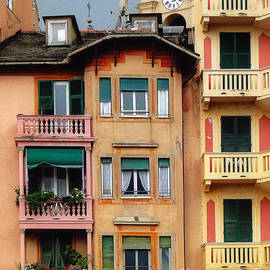 Terrace Life in Italy by Sue Melvin